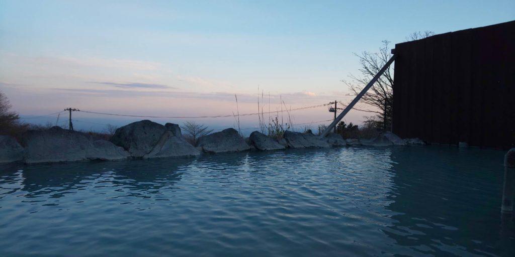 標高1000メートル、那須「おおるり山荘」天空露天風呂