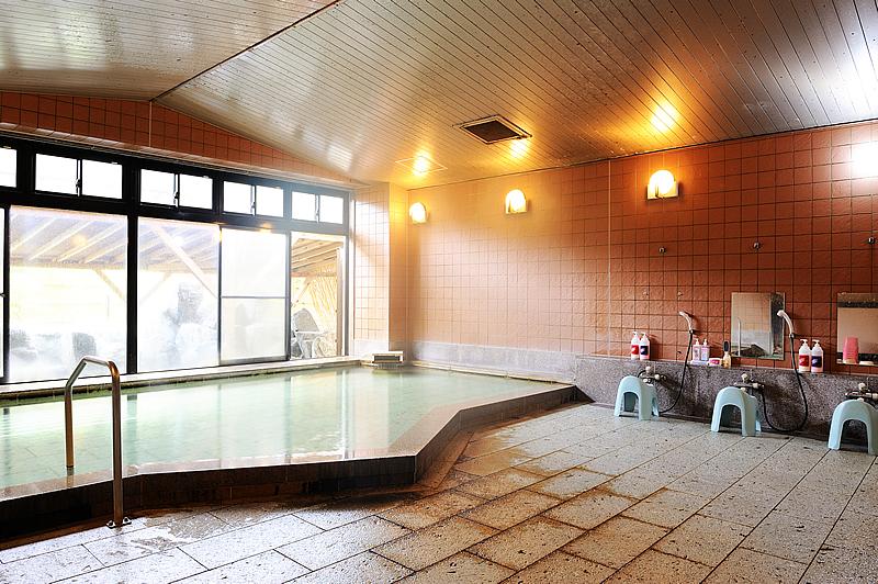 大浴場(併設の露天風呂は冬季閉鎖となります。)