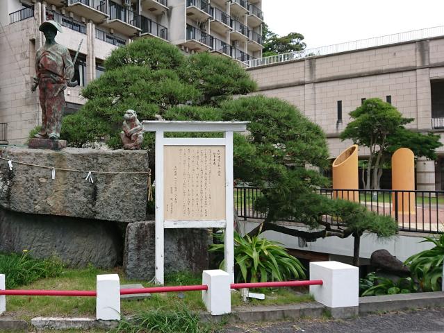 ホテル入口の「太田道灌像」