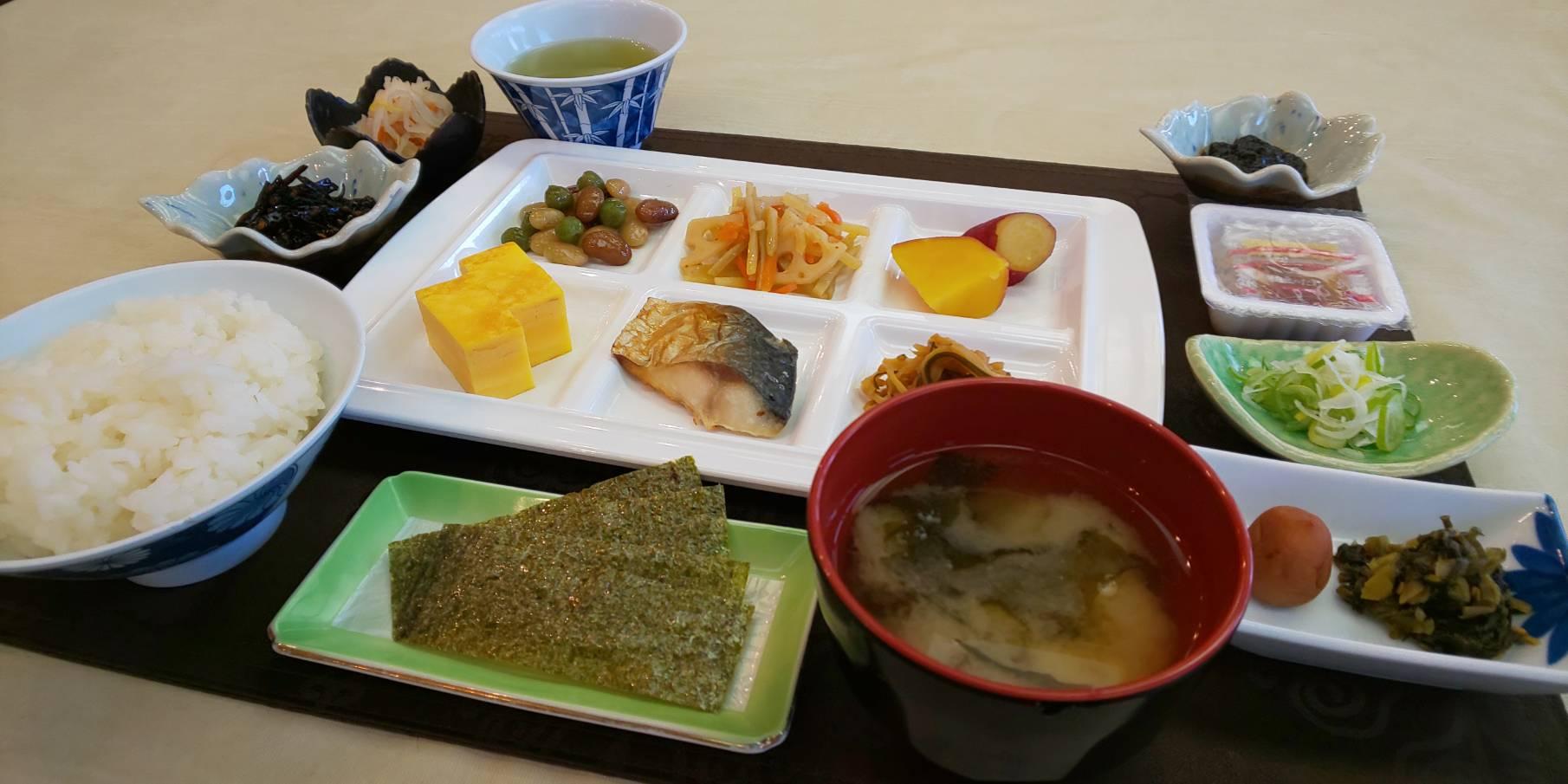 和食盛り付けのサンプル