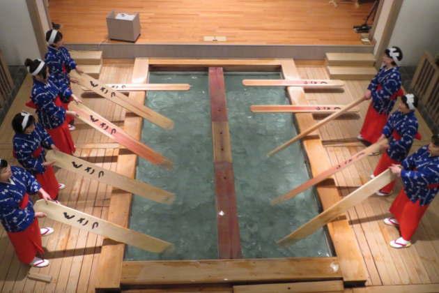 草津温泉の伝統「湯もみ」